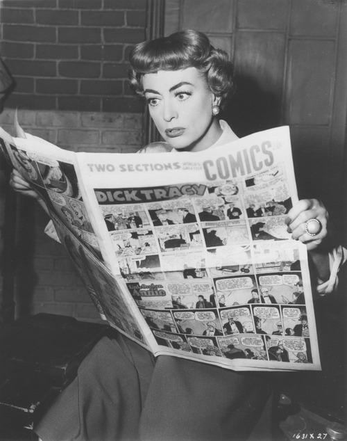 Joan Crawford legge i comics.