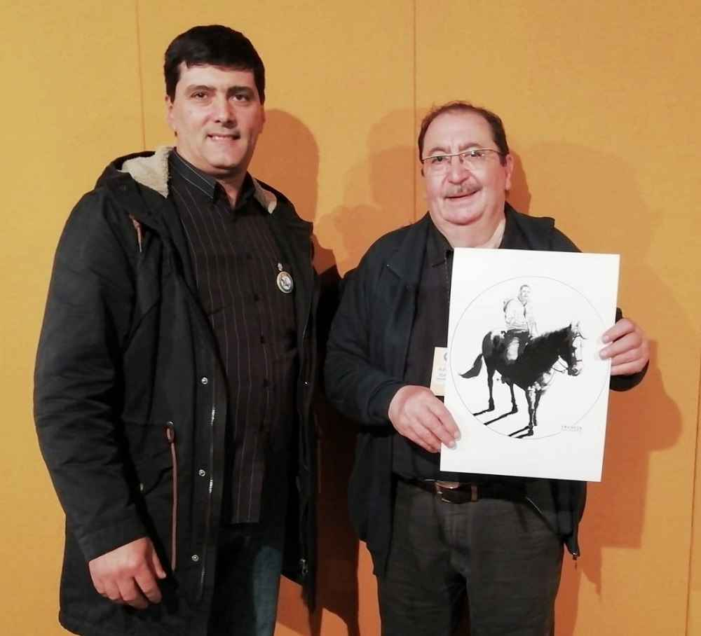 Alfonso Font shows his portrait drawn by Truscia/Malagutti at Amadora BD