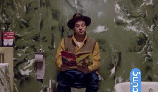 Renato Pozzetto legge Superman nel film Sono fotogenico